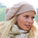 Модная женская шапка крючком.